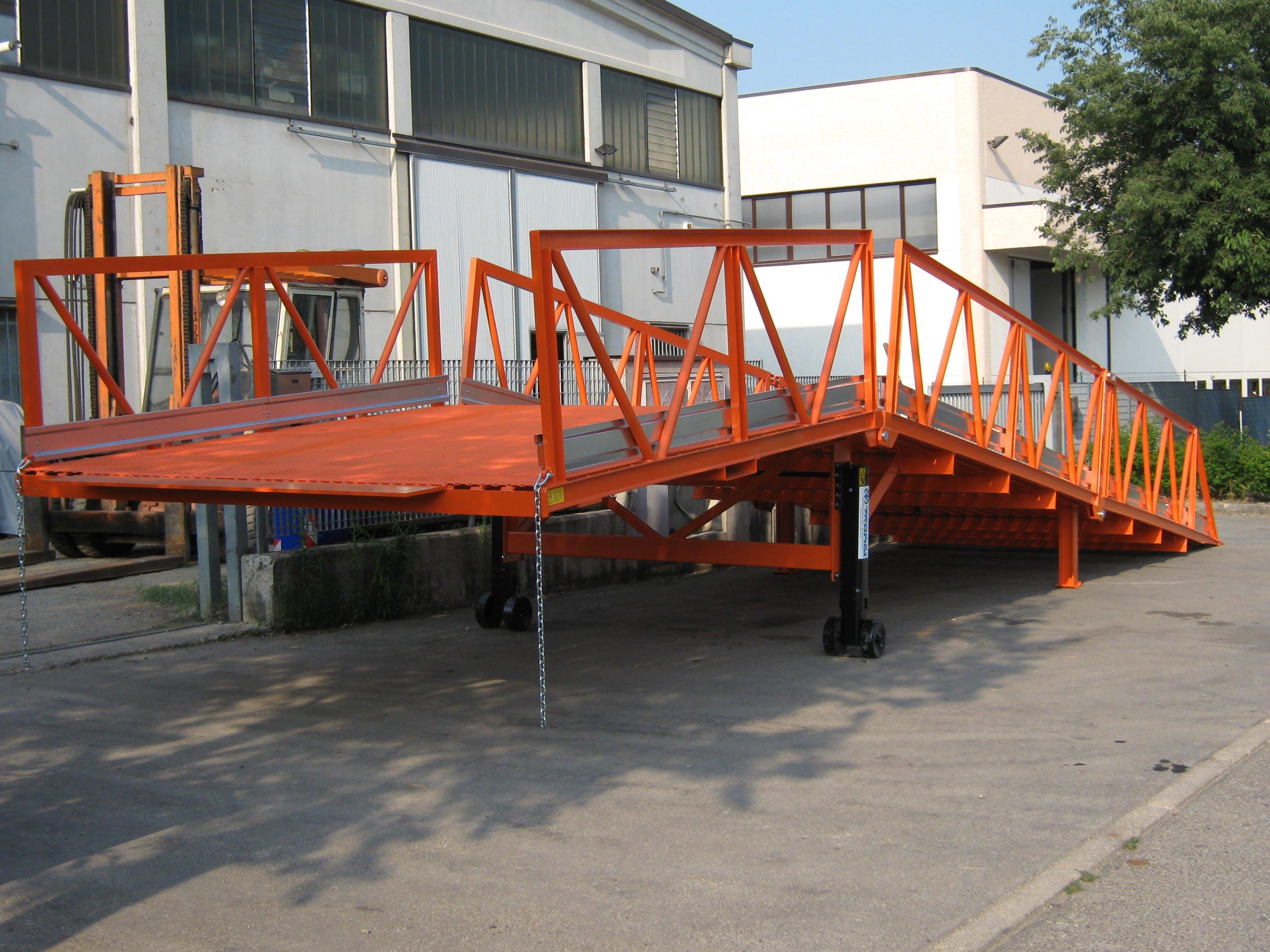 Rampa di carico scarico container costruzione e vendita for Rampe di carico per auto